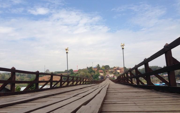 Мост Монов