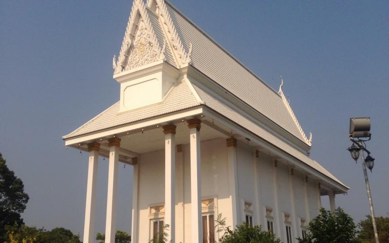Белый буддийский храм