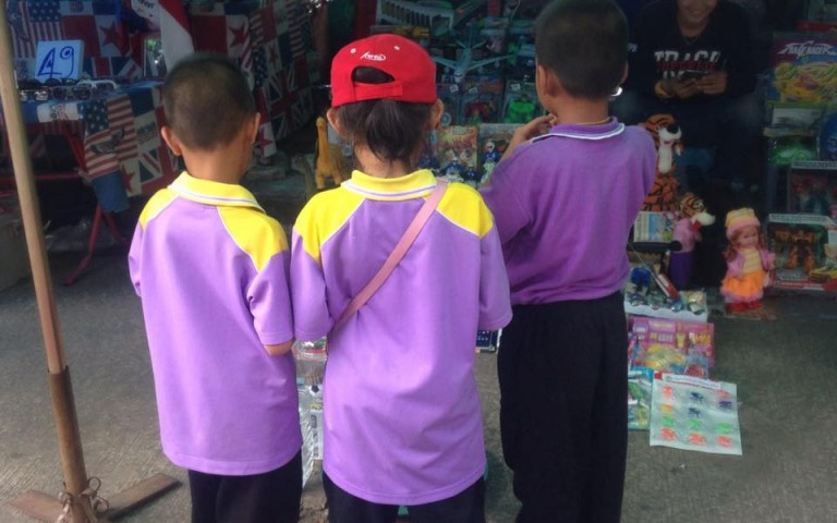 Школьники на рынке