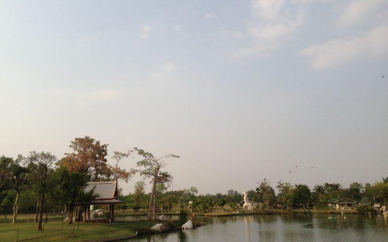 Озеро на территории храма