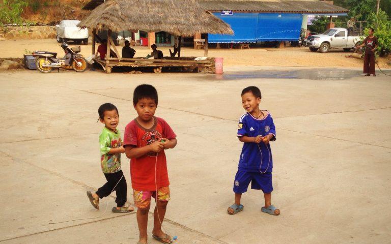 Дети племени akha 3