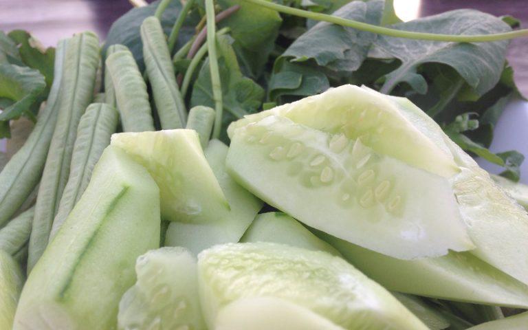 Горка зелёных овощей