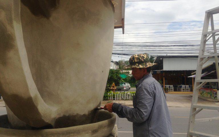Тайский скульптор