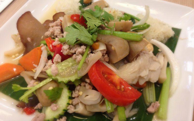 Смешанный тайский салат