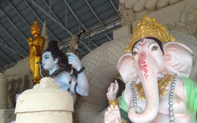 Ганеша, Шива, Будда под одной крышей