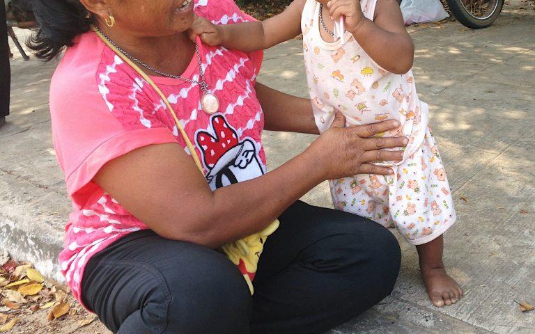 Тайская бабушка и внук