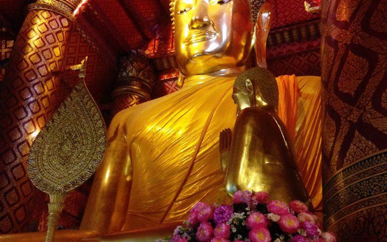 Будда символически огромный