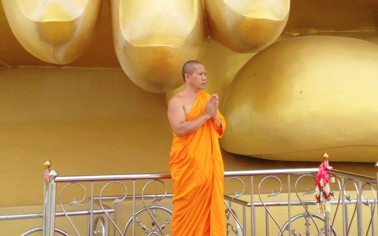 У мизинца Великого Будды 3