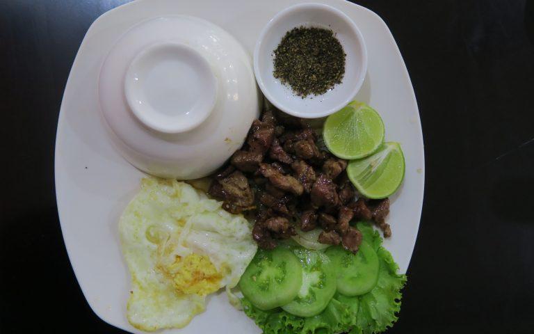 Beef lok lak – маринованная кхмерская говядина