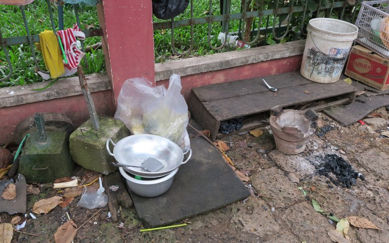 Кухонная часть уличного «ресторана»