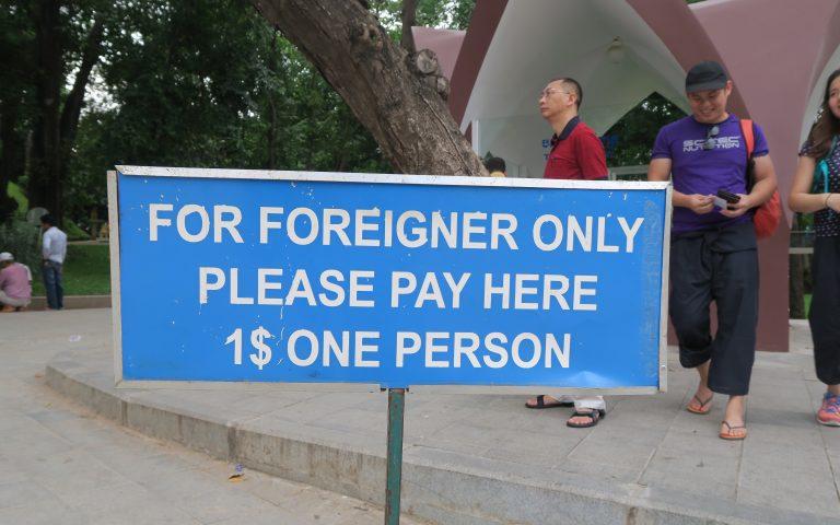 1$ за вход в действующий буддийский храм