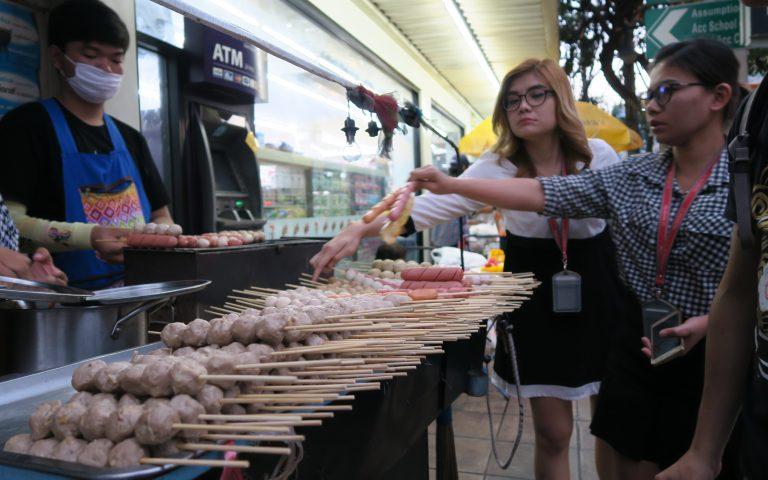 Бойкая продажа сосисочек