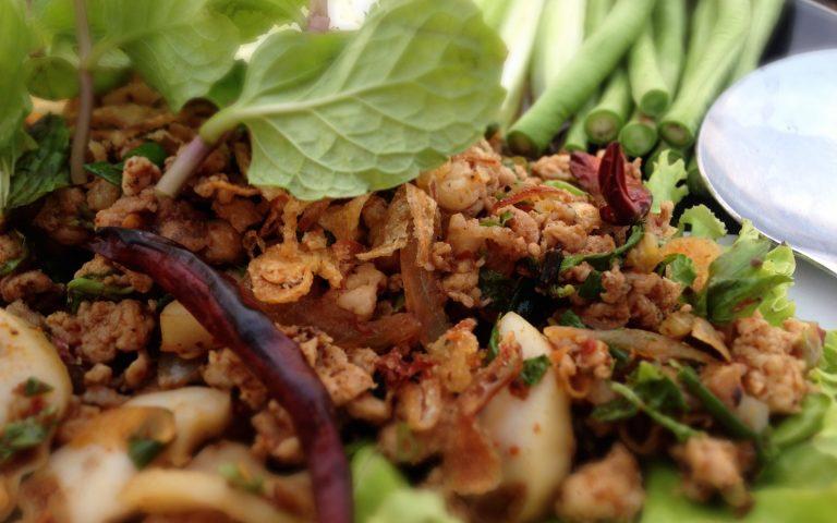 Ларб Му – тайское блюдо