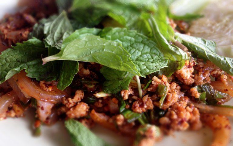 Кухня Таиланда: Larb Moo