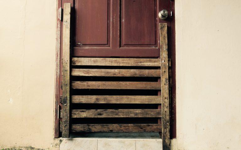 Двери, замки, охранные системы