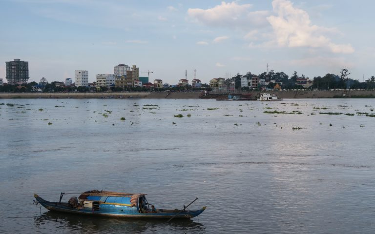 Домик в лодке на реке Меконг