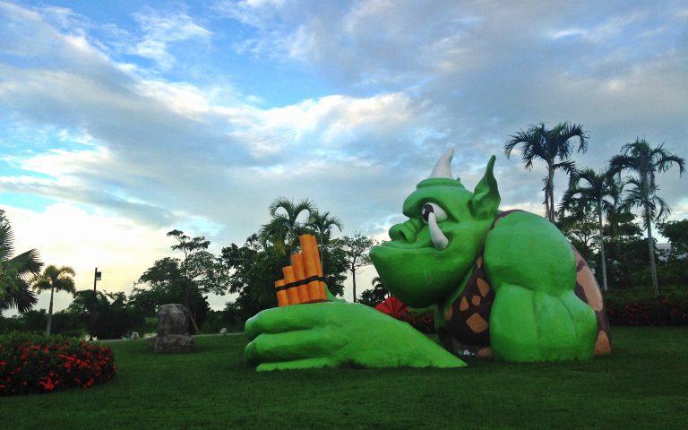 Скульптуры парка Bueng Thung Sang 6