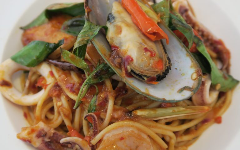 Паста с морепродуктами по-тайски