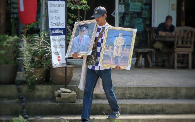 Продавец портретов короля