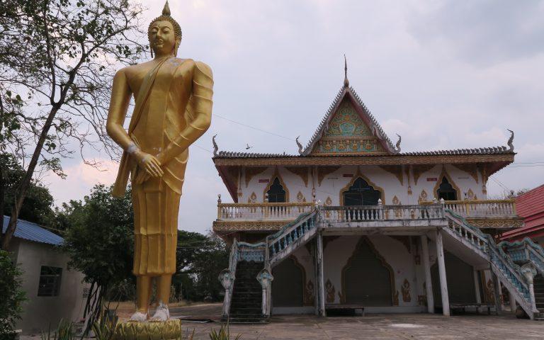 Будда и храм