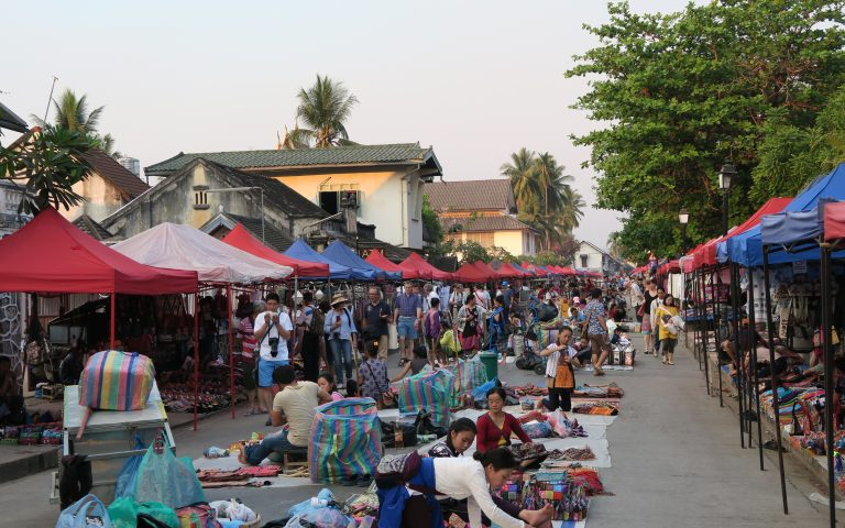 Ночной рынок Луанг Прабанга
