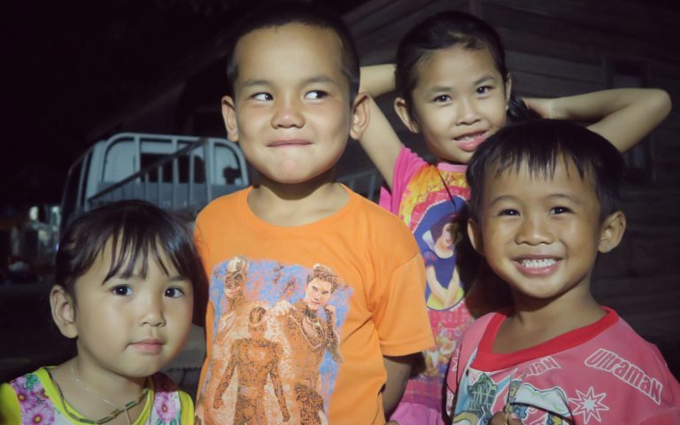 Лаосские дети приветливы
