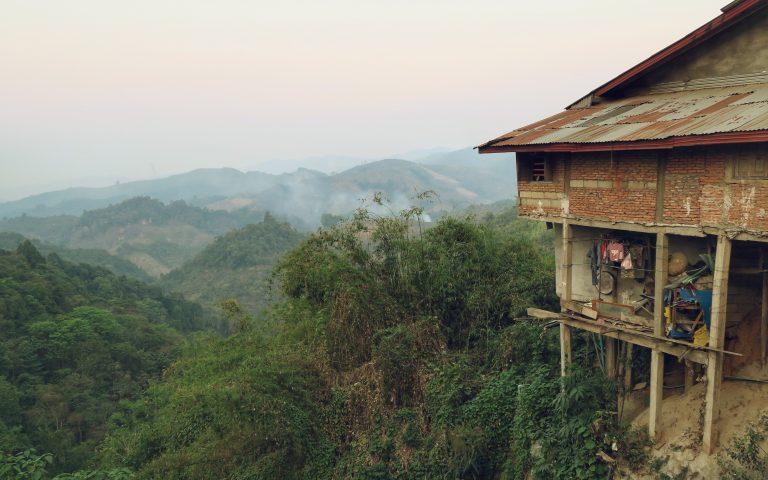 Недвижка с балконой и видом на горные дали