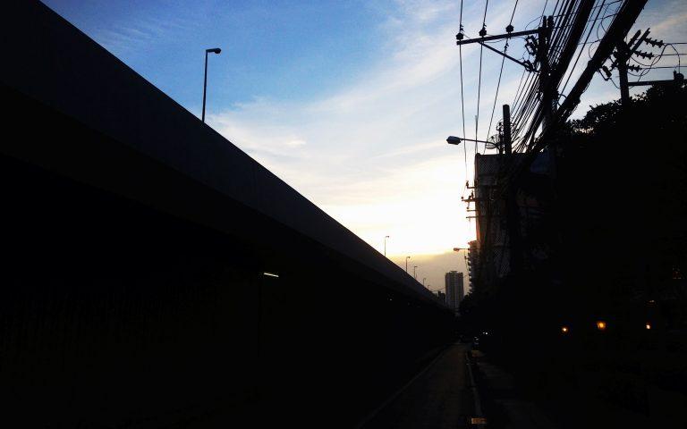 Параллельно мосту