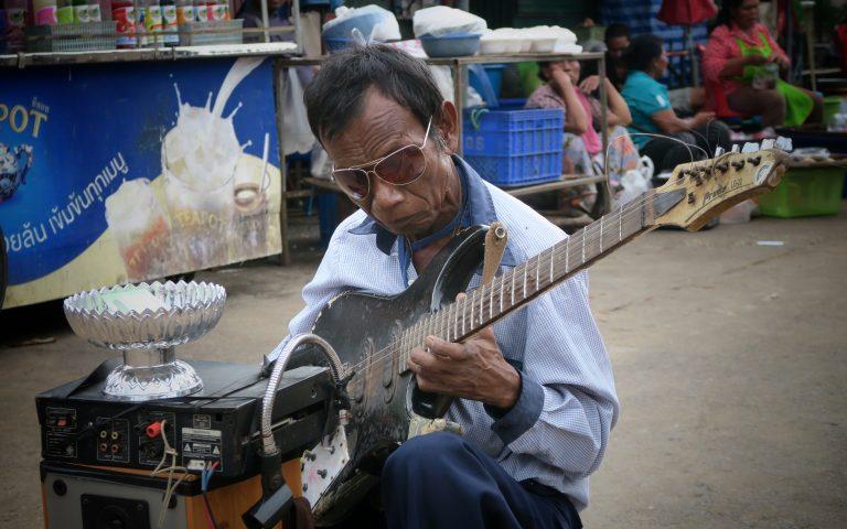 Рыночный музыкант