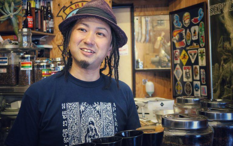 Бариста кафе Arise в Токио