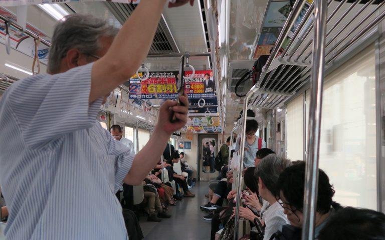С раскладушкой в метро