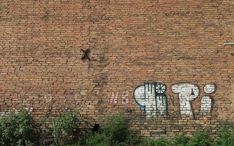 Столетняя стена