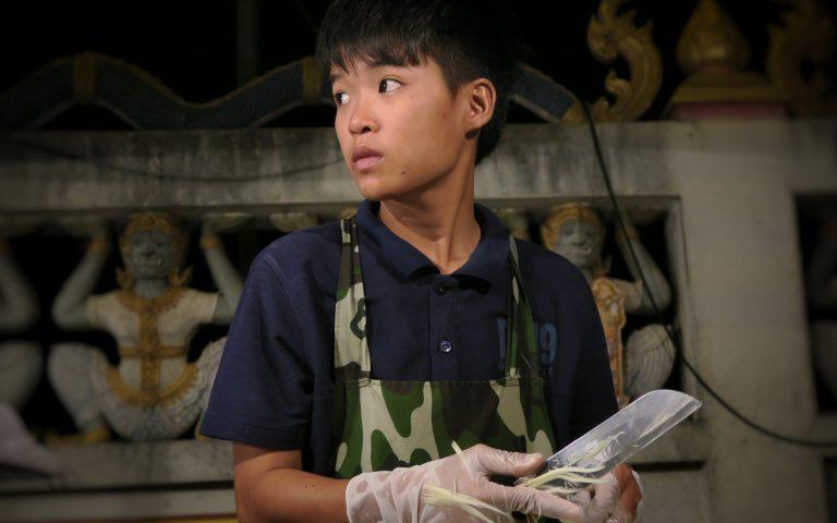 Молодой продавец Сом Тама