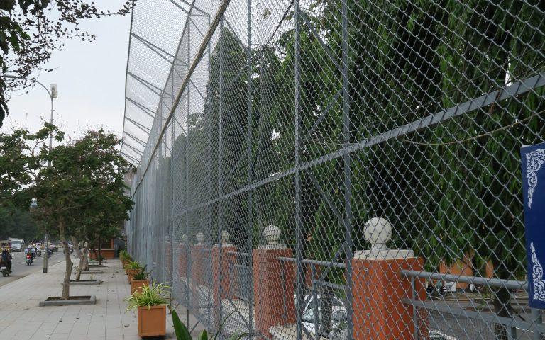 Удивительный забор в Пномпене