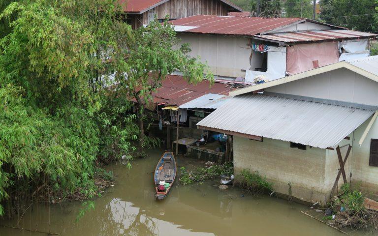 В зоне разлива реки