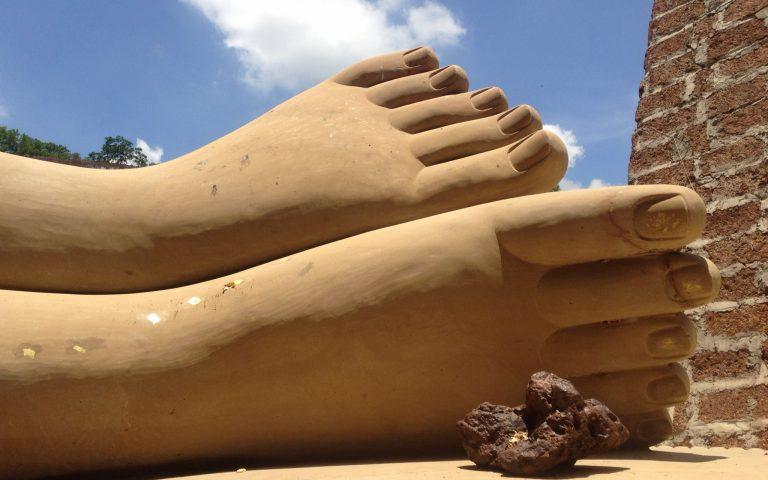Стопы Лежащего Будды