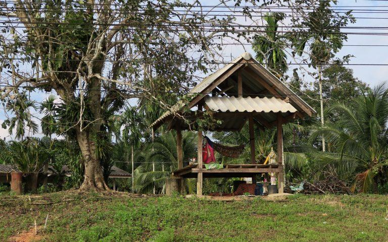 Тайская «беседка без скамеек» (เถียงนา)