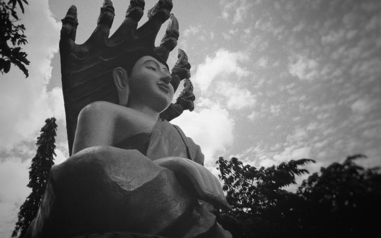 Черно-белый Созерцающий Будда
