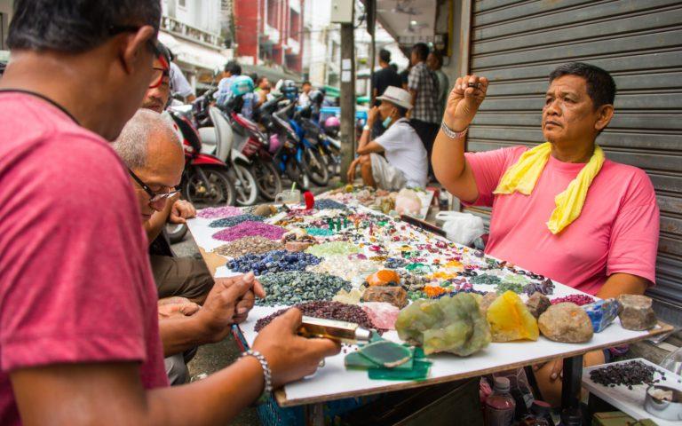 Как торгуют драгоценными камнями?