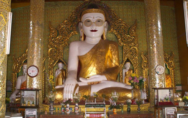 Единственная в мире статуя Будды в очках