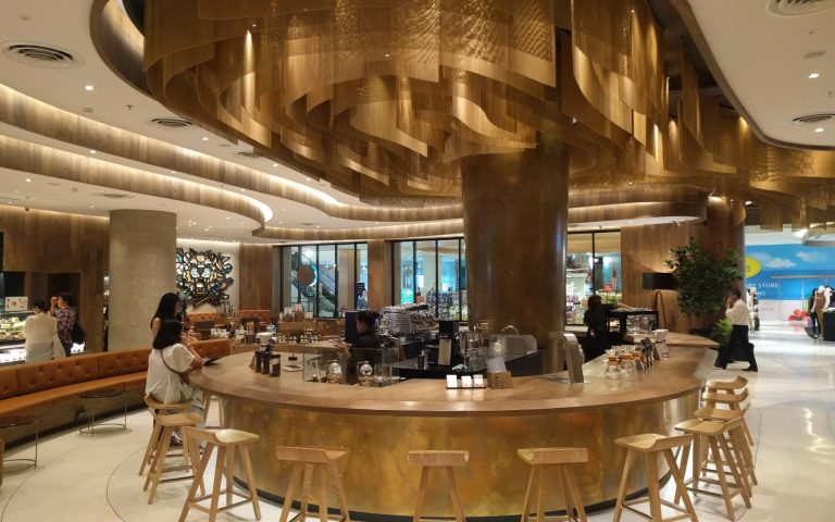 Второй в мире по площади Starbucks в Бангкоке