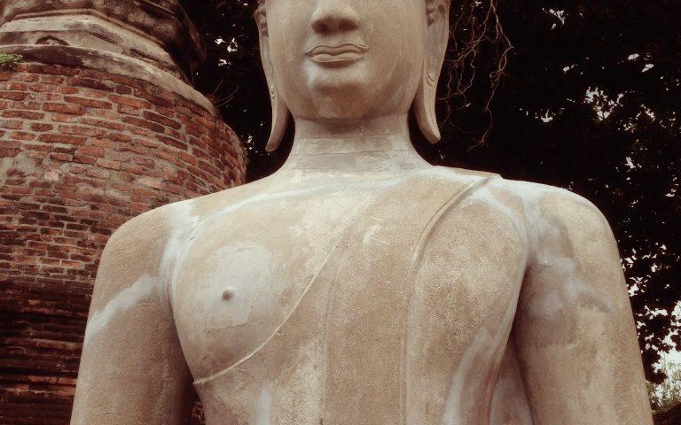 Будда у ступы
